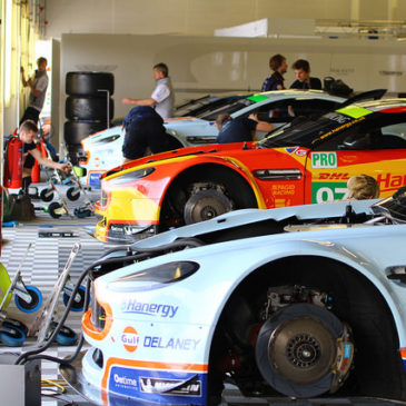 Aston Martin sendet sechs Rookies in die Wüste