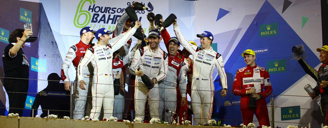Das Porsche-Team nach dem letzten Saisonrennen bei der Meisterfeier