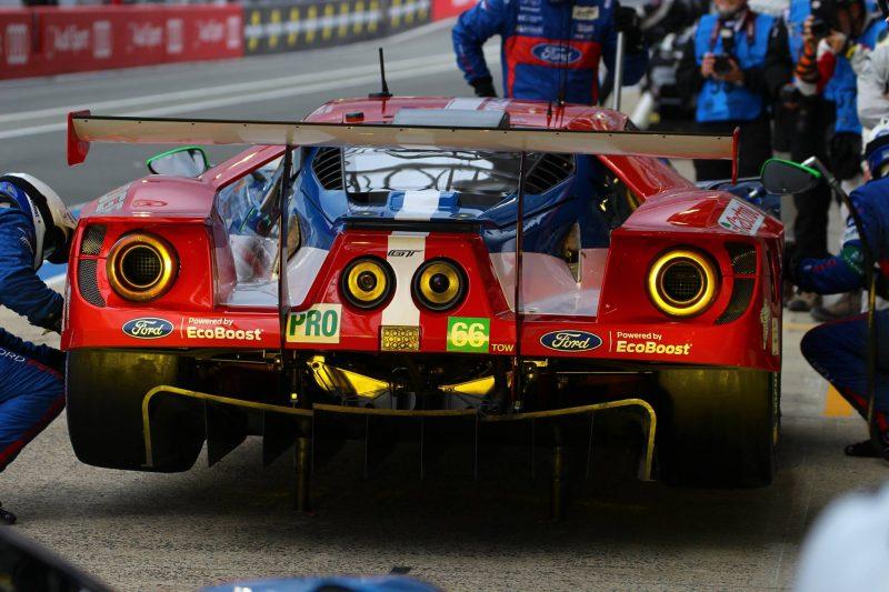 Nachdem Ford die Nachtphase gut überstanden hatte, folge in den Morgenstunden der Angriff auf den Ferrari #82.