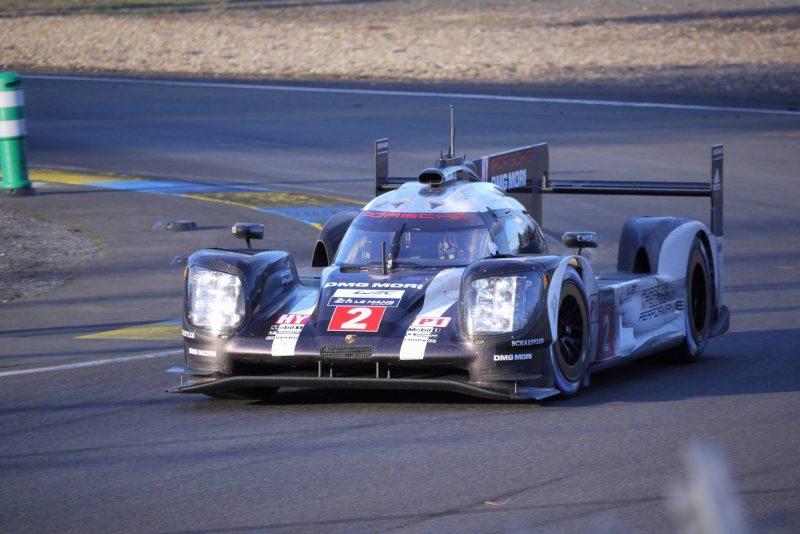 Der Porsche #2 lieferte sich ein Wechselspiel mit den beiden Toyota-Boliden und hat derzeit noch beste Chancen auf den Gesamtsieg.