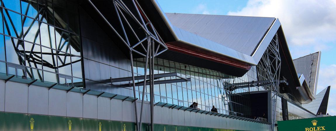 Das Boxengassengebäude in Silverstone