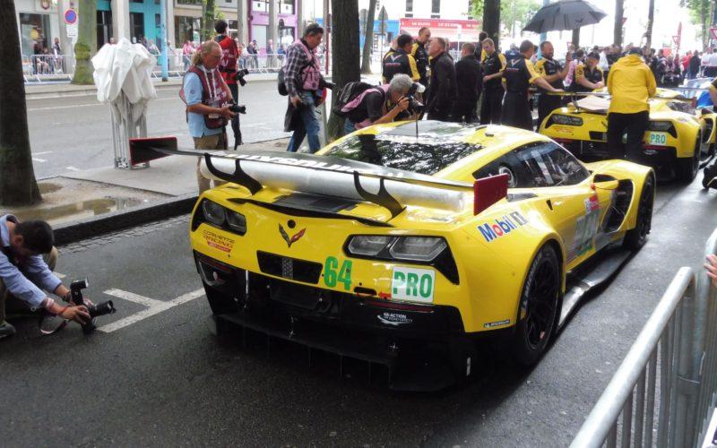 Die Mannschaft von Corvette Racing wartet auf die Abnahme