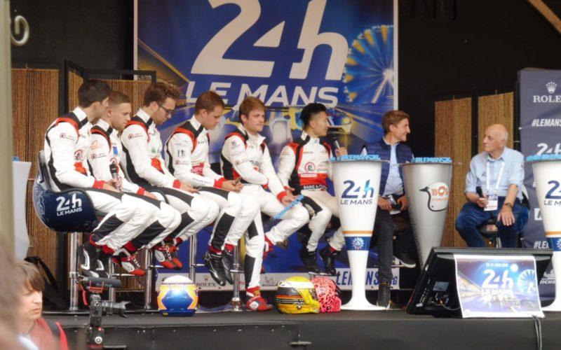 Die Fahrer beim Interview im Zentrum von Le Mans