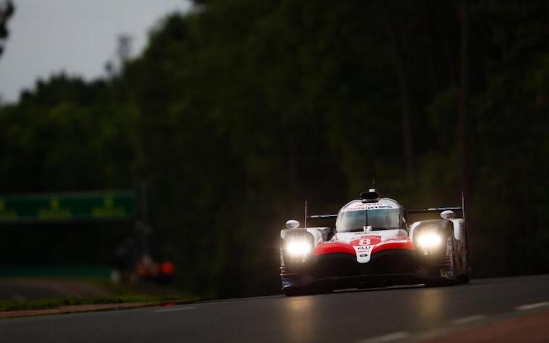 Der Toyota #8 startet die 24 Stunden von Le Mans von der Pole-Position