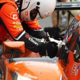 Die G-Drive Mannschaft während des Nachtankens beim Boxenstopp in Le Mans