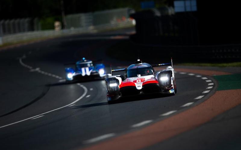 Der Toyota TS050 Hybrid mit der Startnummer 8 beim Qualifying für die 24 Stunden von Le Mans
