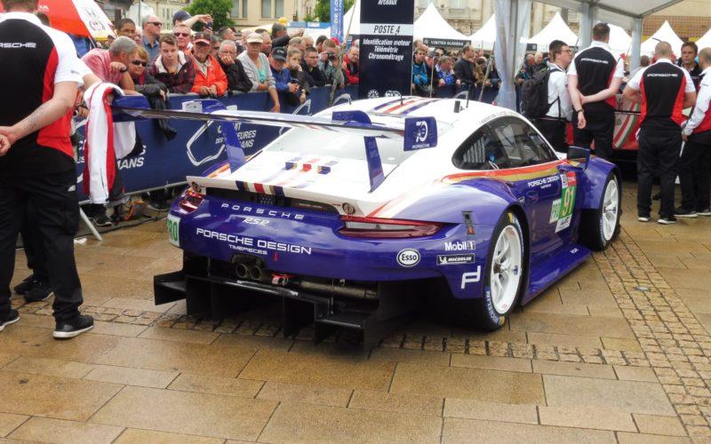 Der Porsche 911 RSR in Retrolackierung
