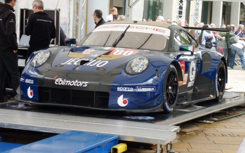 Ein Porsche 911 RSR bei der technischen Abnahme