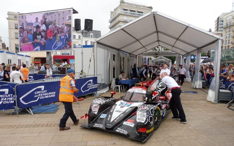 Das Fahrzeug von Jackie Chan DC Racing bei der Abnahme in Le Mans