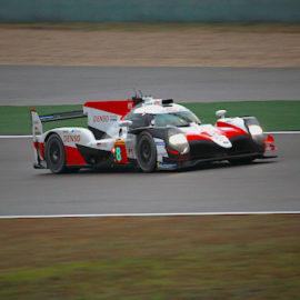 Im Qualifying fand Toyota zur gewohnten Stärke zurück und fuhr auf die Startplätze eins und zwei.