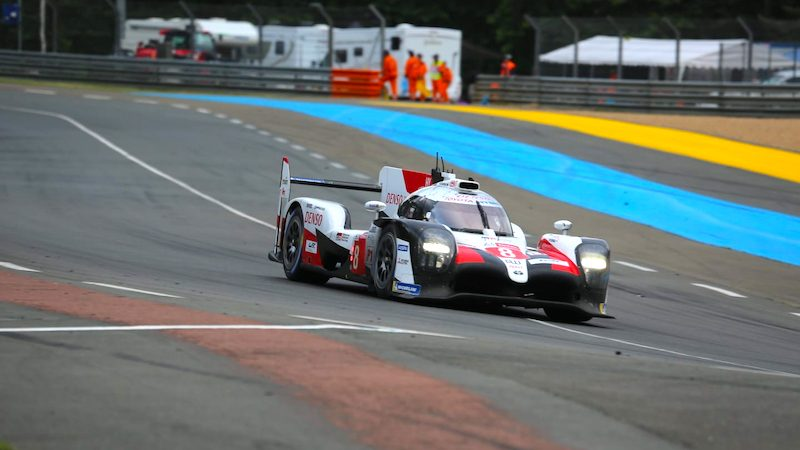Auch sechs Stunden vor Schluss führt Toyota in Le Mans